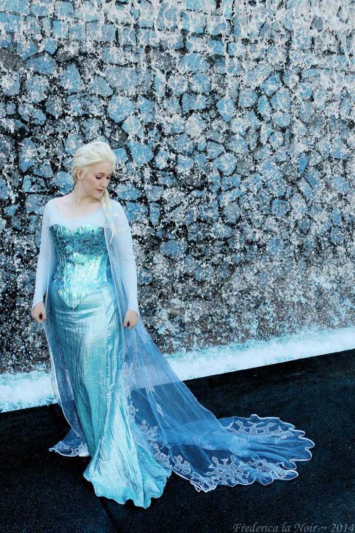 Queen Elsa of Arendelle by Frederica-La-Noir