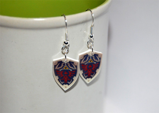 Legend of Zelda Hyrule shield earrings by knil-maloon
