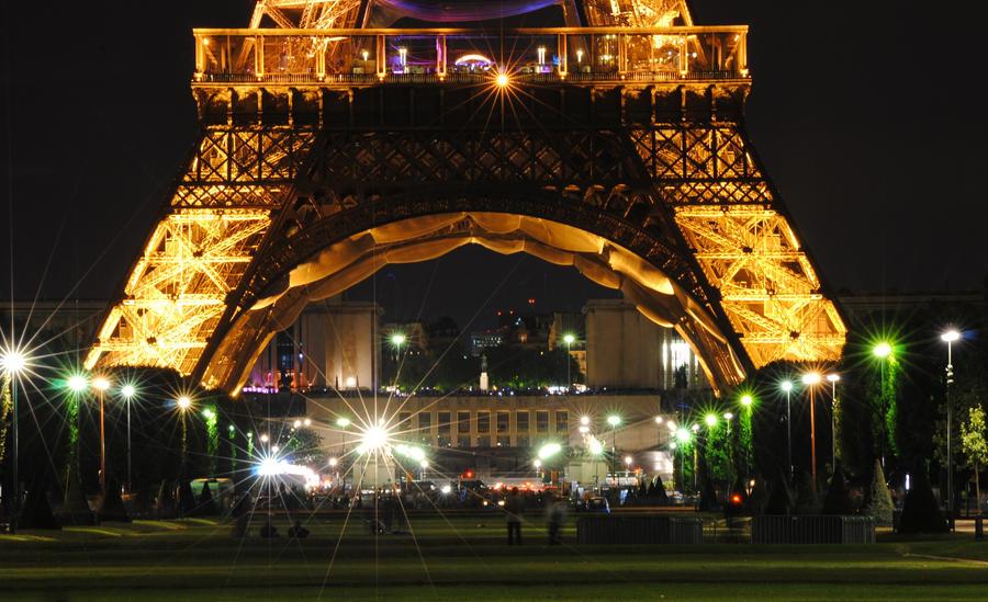 One night in Paris by Darlenee