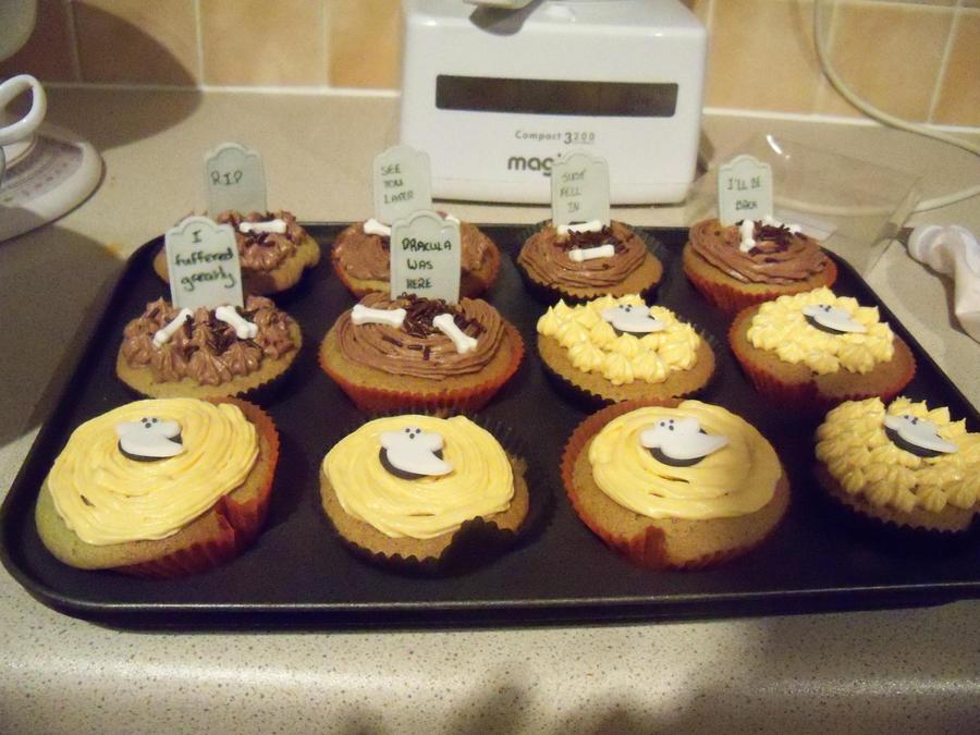 Halloween Cupcakes. QuQ by Stressed-Panda