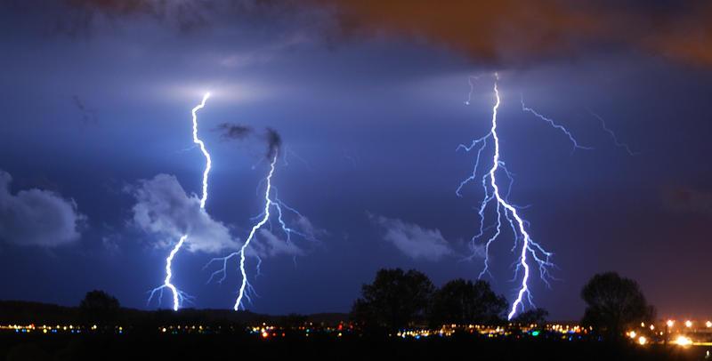 Lightning - 050610 - 2 by GTX-Media