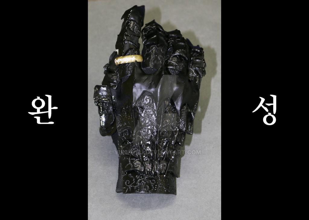 Sauron's Hand by YunhYeJ