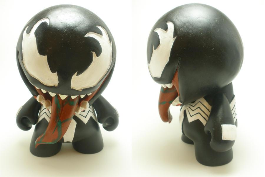 Venom Munny by xf4LL3n