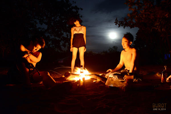 Fullmoon and Campfires by Ame89