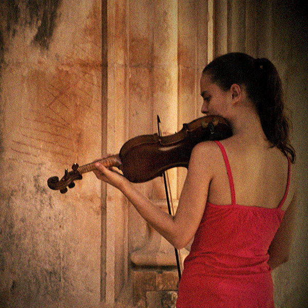 Crveno ... - Page 6 The_violin_by_m_lucia-d2z40gq