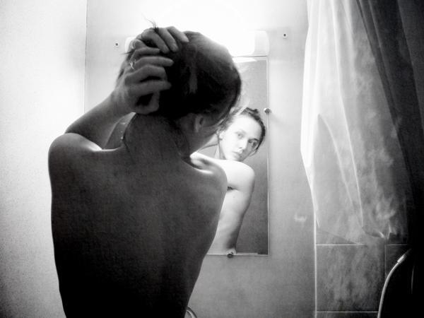 U ogledalu One_two_by_papillonelfique