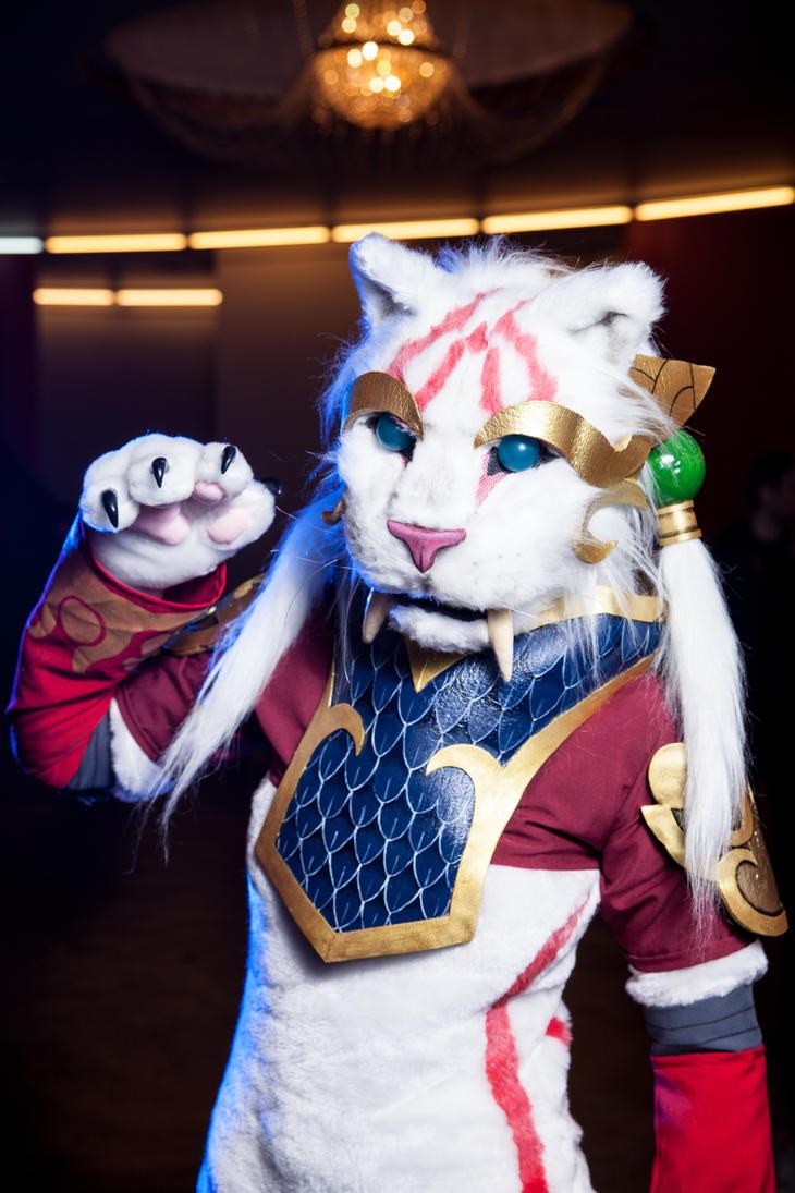 Nidalee cougar cosplay by Nyandalee