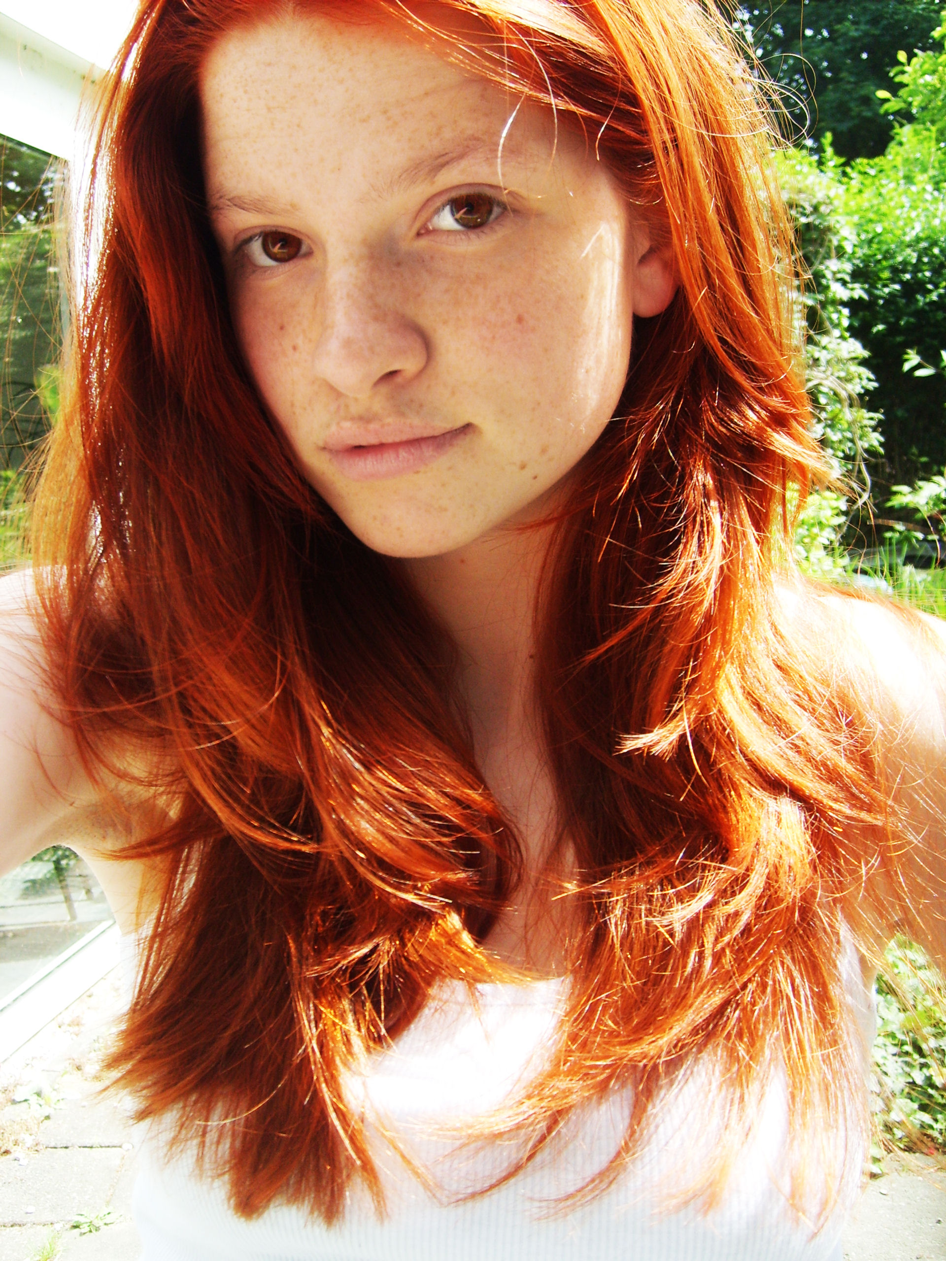 http://fc02.deviantart.net/fs32/f/2008/216/9/2/Redhead_by_Implified.jpg