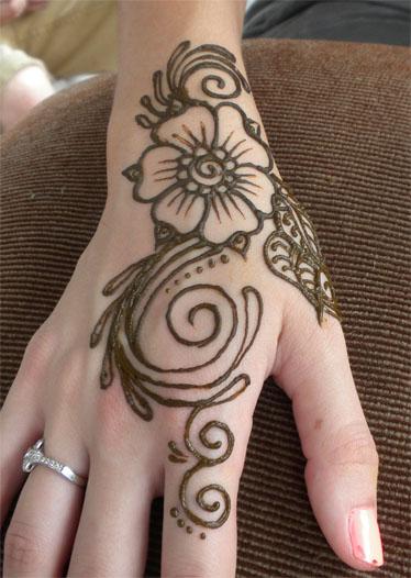 Henna Swirl Flower on Hand