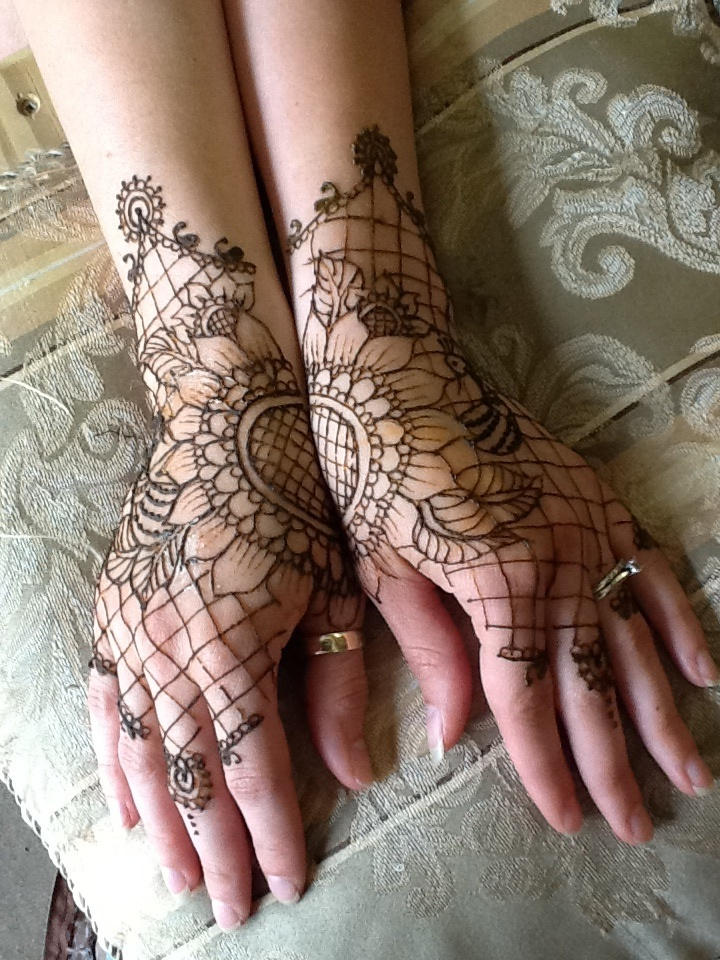 Victorian Henna Lace Gloves