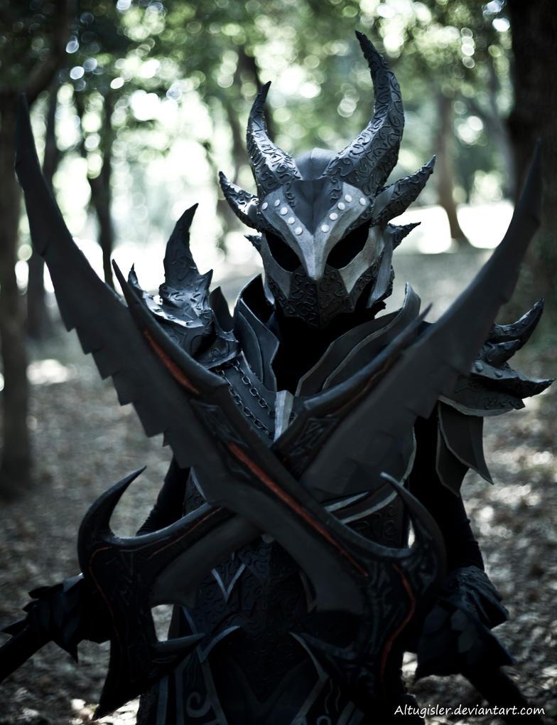Skyrim cosplay - Daedric Armor 1 by altugisler