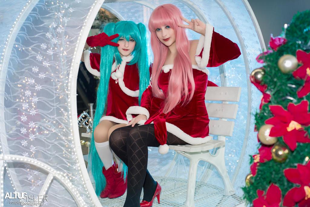 Merry Christmas from Miku -  Luka 1 by altugisler