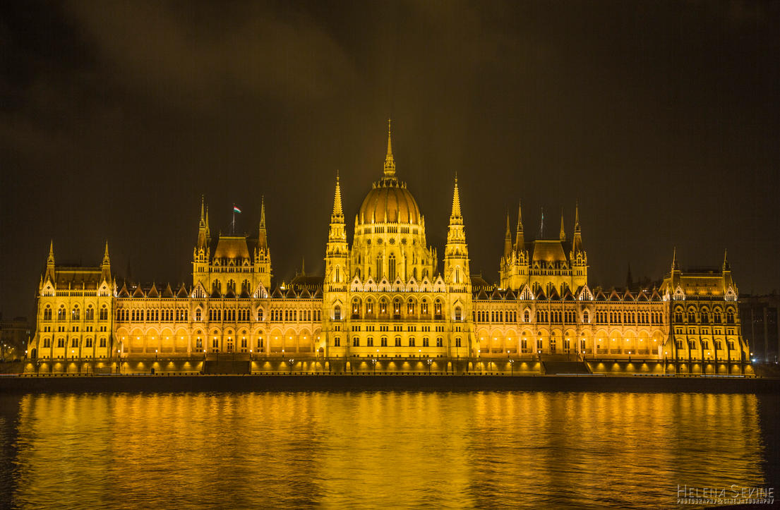 Hungarian Parliament by HelenaSevine