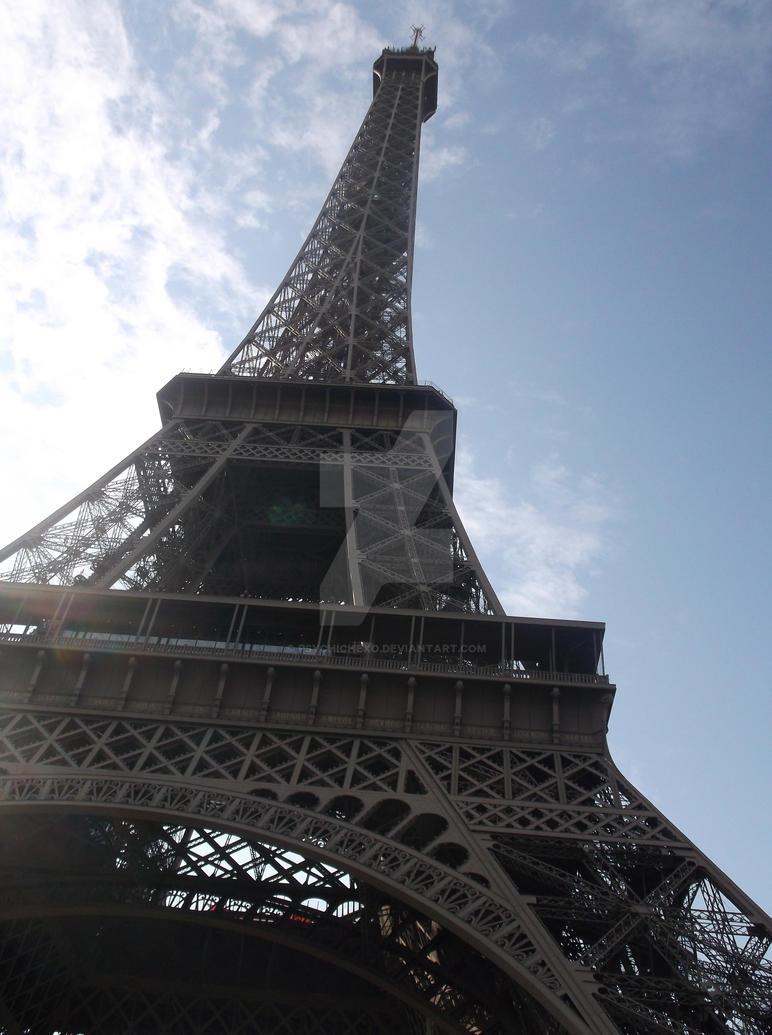 La Tour Eiffel by PsychicHexo