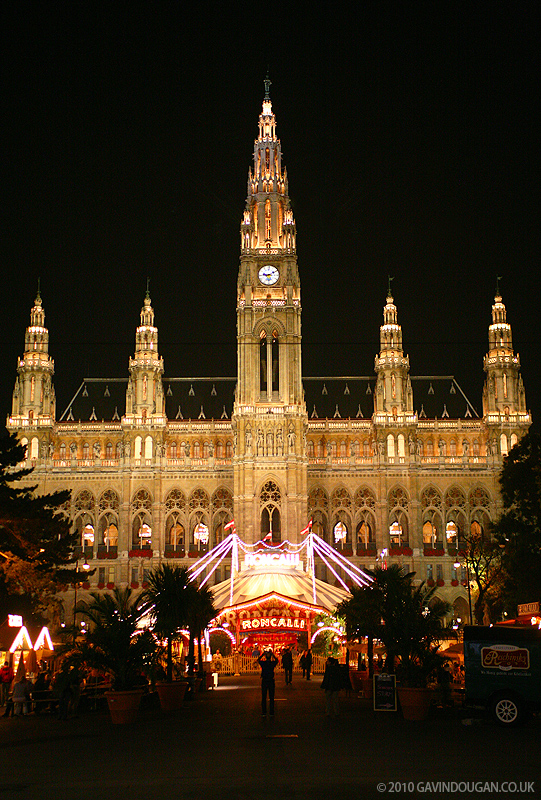 Rathaus at Night by gdphotography