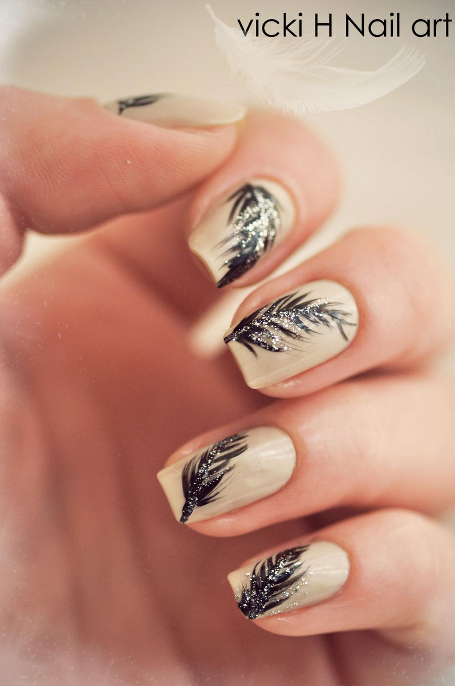 feather Nail art by VickiH