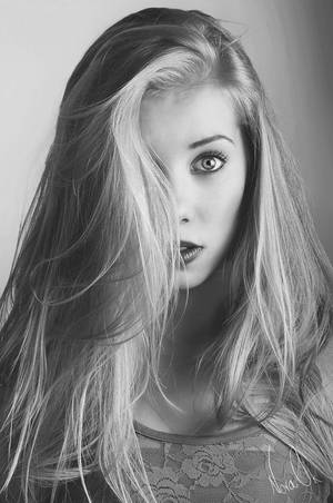 Girl by Hannaut