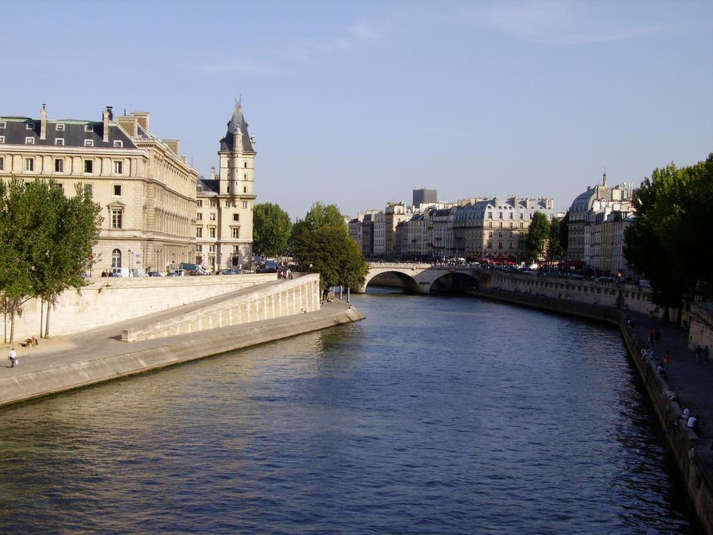 Paris by OnigiriChan1010