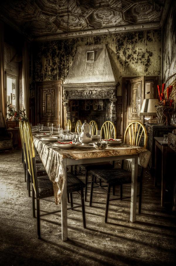 L 39 art de vivre by phoelixde on deviantart for Haunted dining room ideas