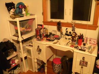 Desk space by JessicaKittyC