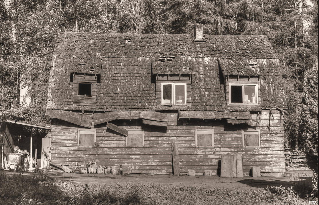 Peters Old Barn by Vonburgherstein