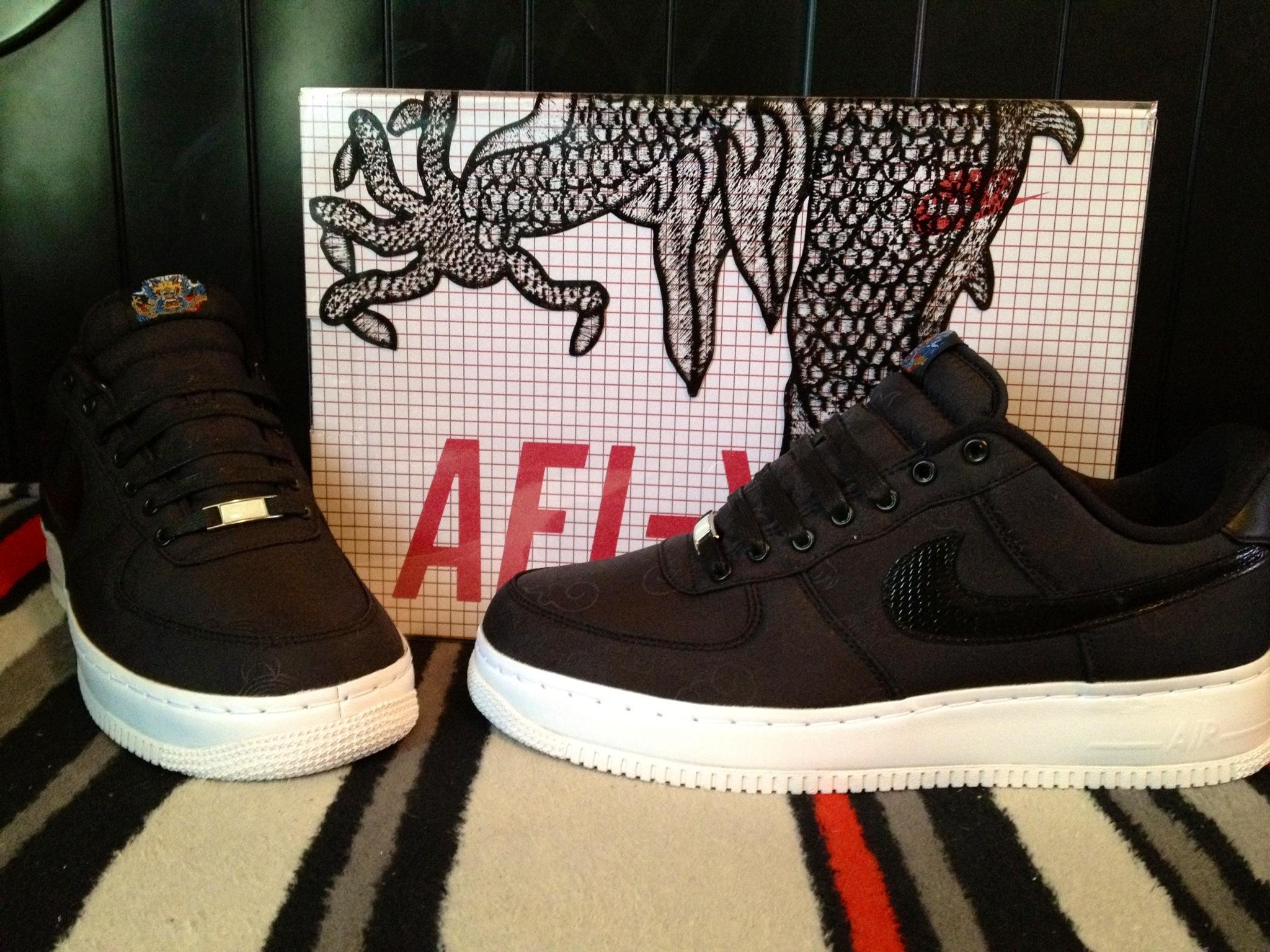 Dem Hoes Clean Nike Minions Shoes