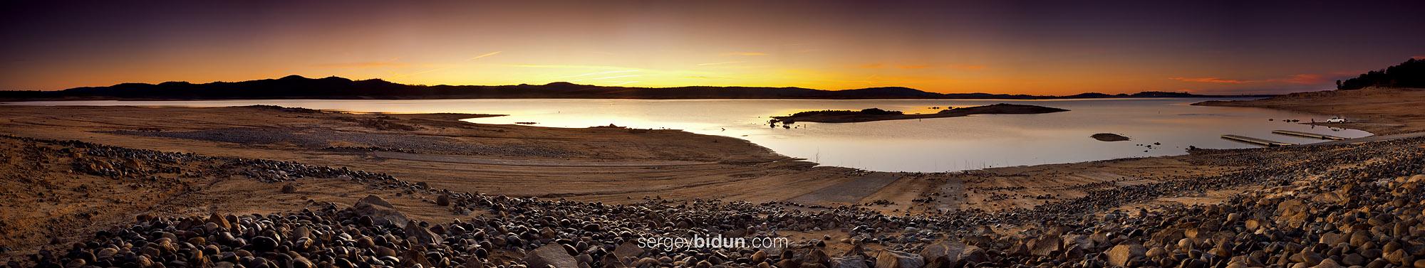 Folsom Lake Panorama. by sergey1984