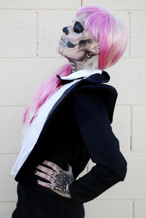 Skeleton girl by Mirish