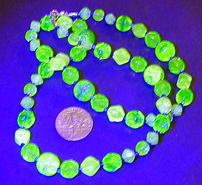 uranium-glass necklace: UV-vis by wombat1138