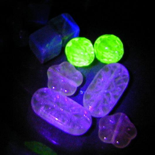 uranium+manganese glass beads by wombat1138