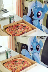 Trixie wants eat pizza