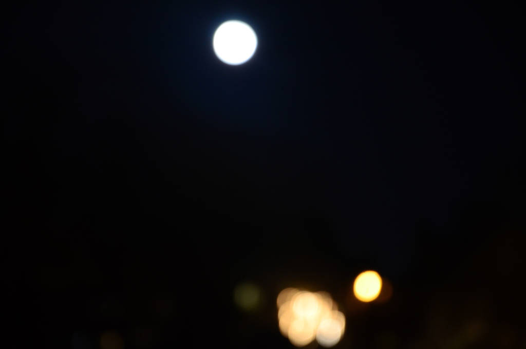 Jan 8- Bokeh Full Moon by jay-oh-are-dee on DeviantArt