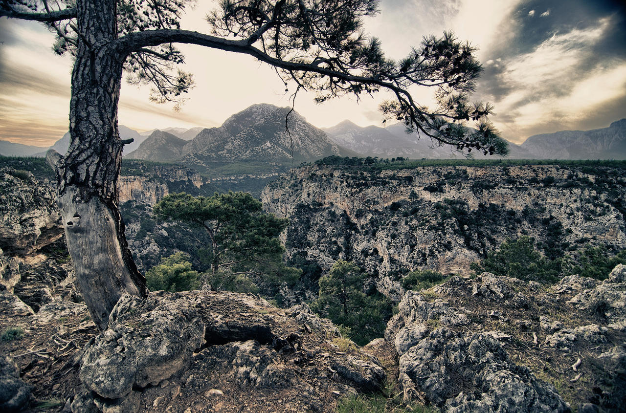 Guver Cliff by TanBekdemir