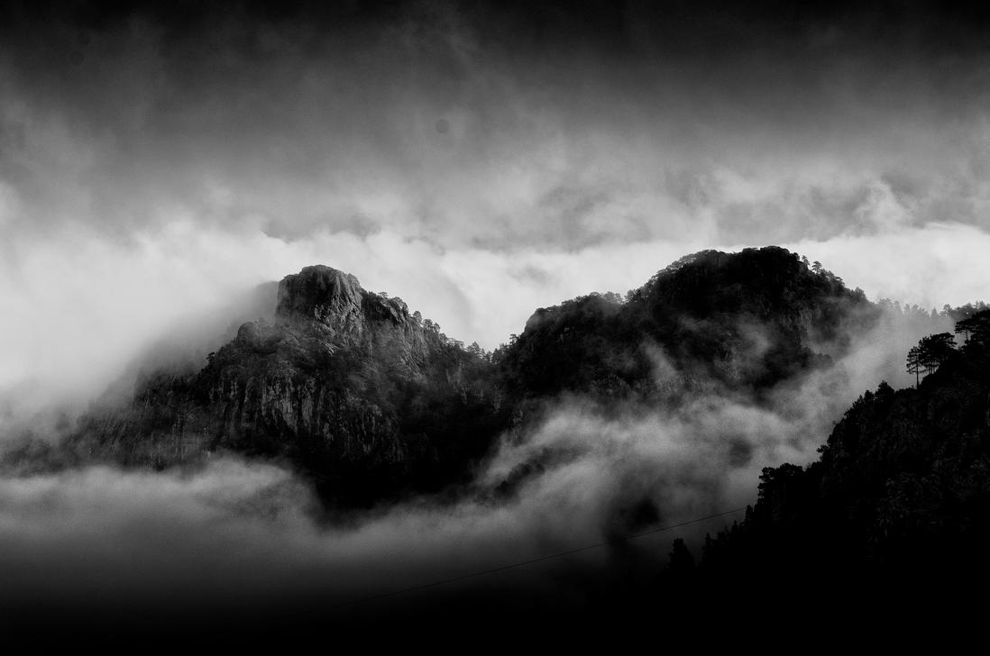 Misty Mountain by TanBekdemir