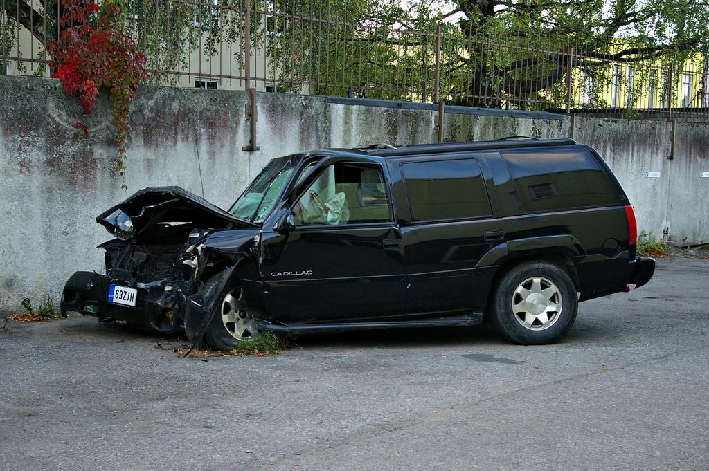Cadillac Escalade Crash