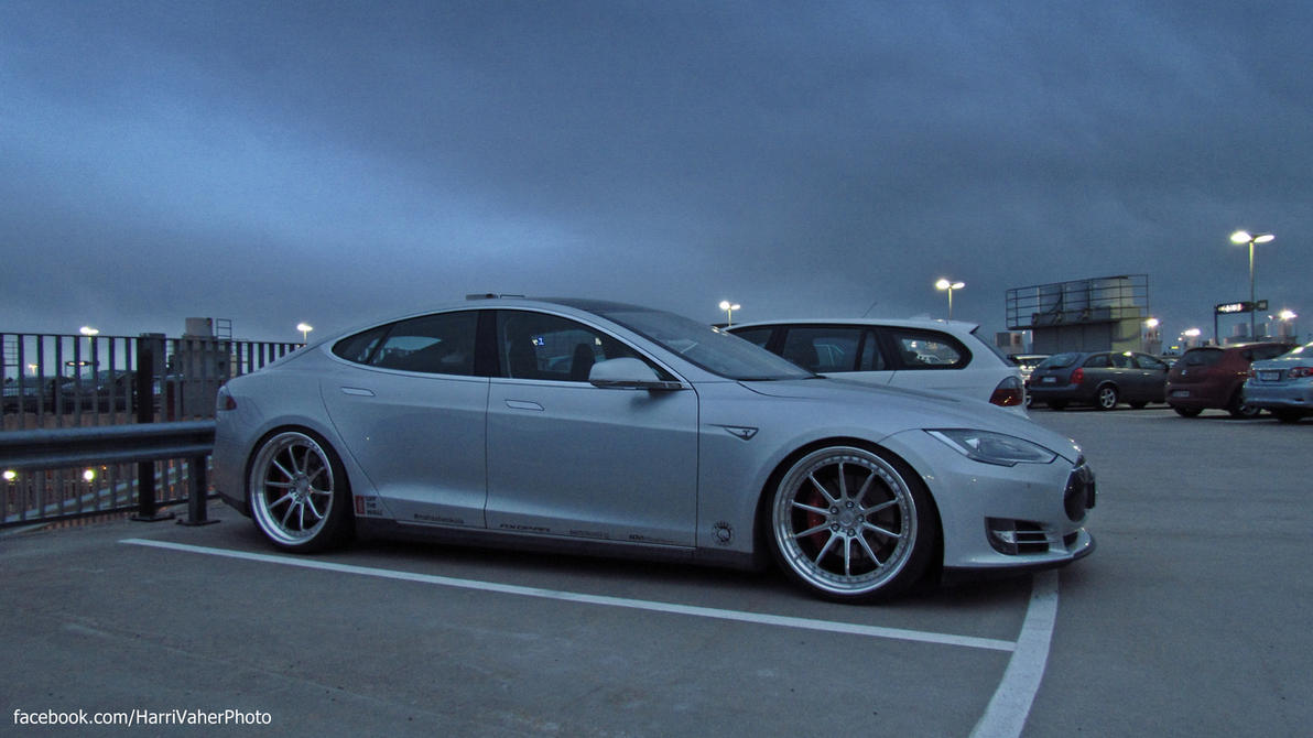 Lowered Tesla Motors Model S P85+ by ShadowPhotography