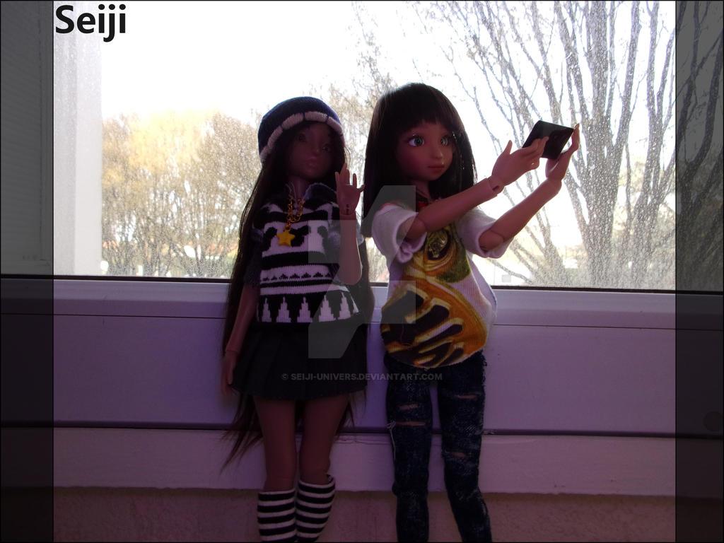 Seflie between sisters by Seiji-Univers