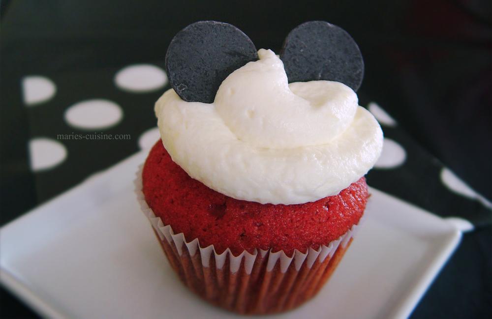 Red velvet cupcakes by maytel