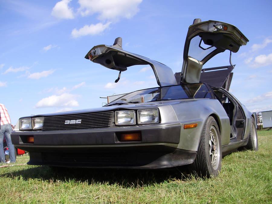 DMC 12 DeLorean by Levvvar