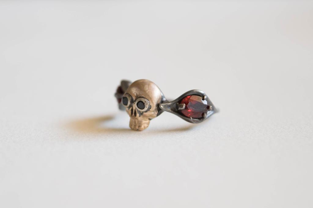 Garnet Mourning Ring by ilkela