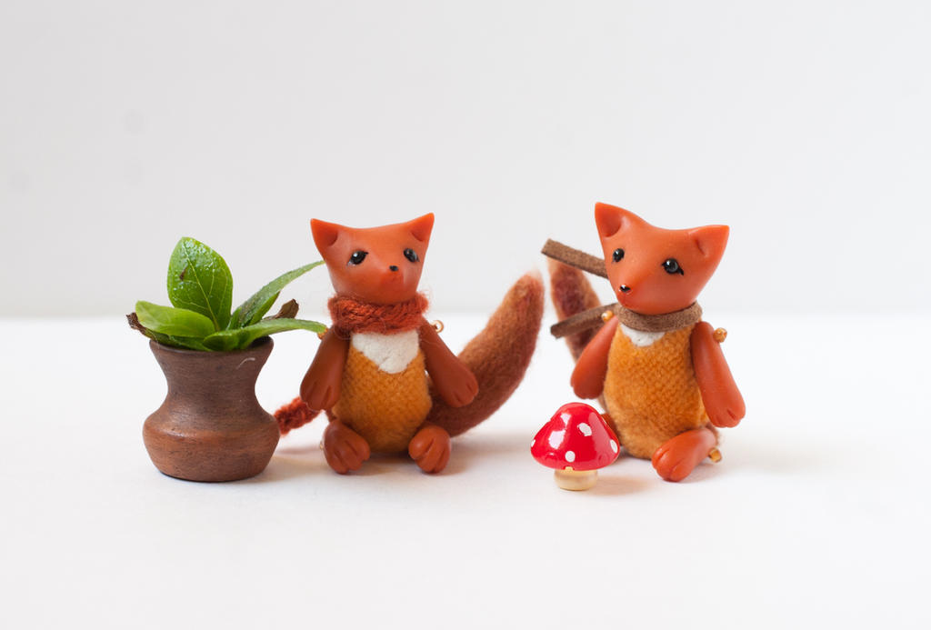 tiny foxes with toadstools by freedragonfly