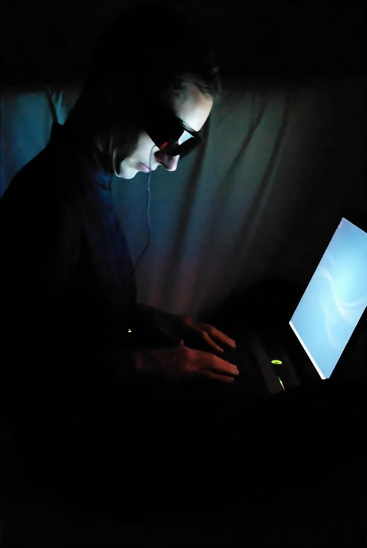 Que faire avec des lunettes 3D ? _cyberpunk__the_hacker_by_sylesis-d85u12w