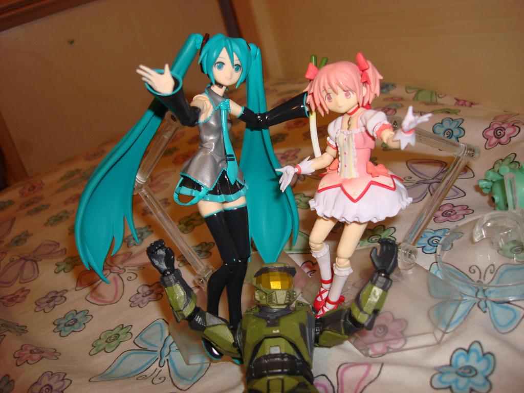 miku_hatsune_madoka_kaname_and_master_ch