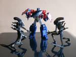 Optimus Prime vs. Xenemorphs by hykez87