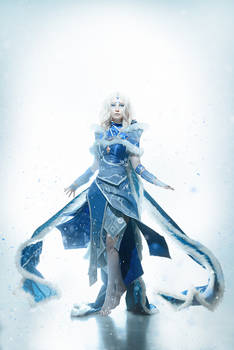 Rylai the Crystal Maiden Cosplay