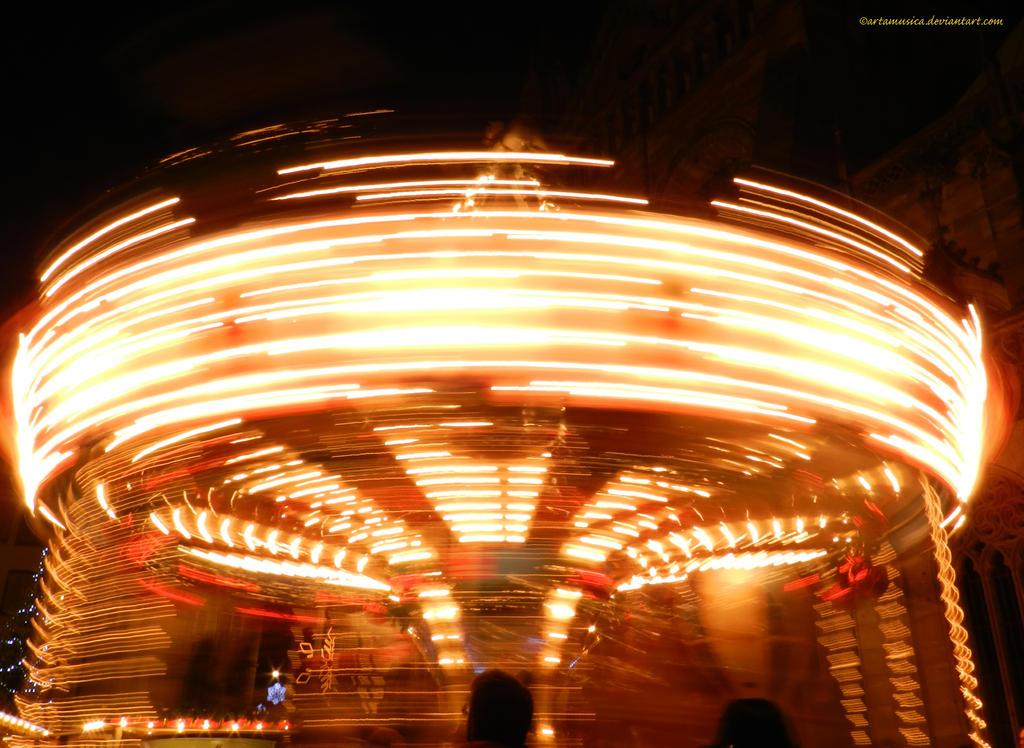 Spinning Carousel by artamusica