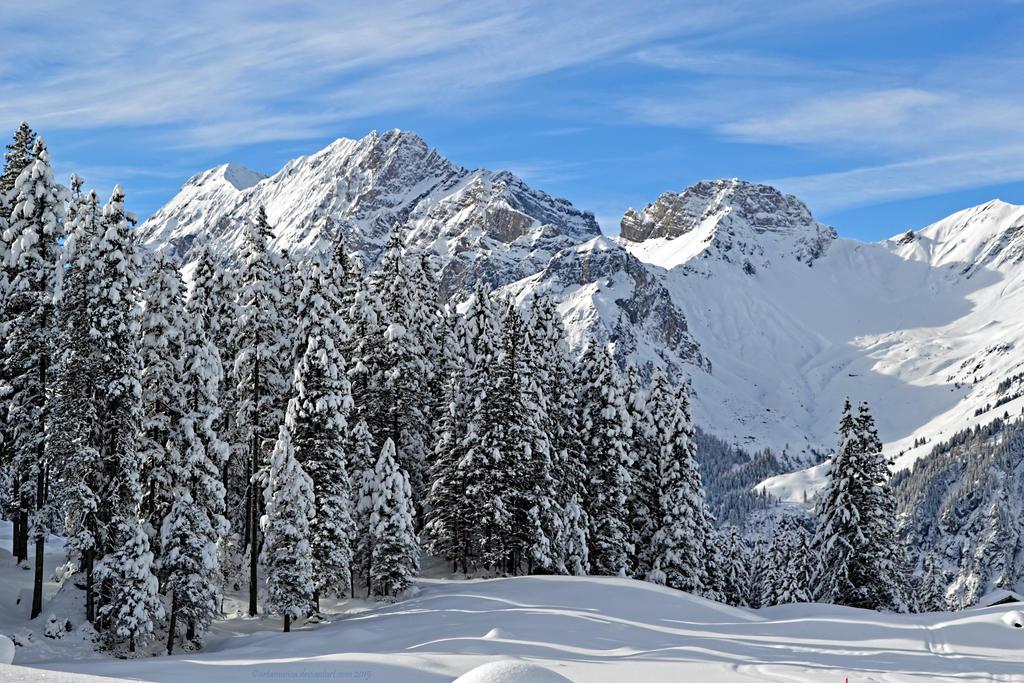 Mountain tops, Kandersteg 2015 by artamusica