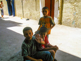 Kids in Sbeineh Camp, Damascus, Syra by kingtobbe