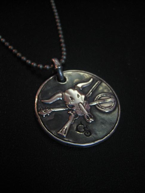 Silver steer skull pendant by flintlockprivateer