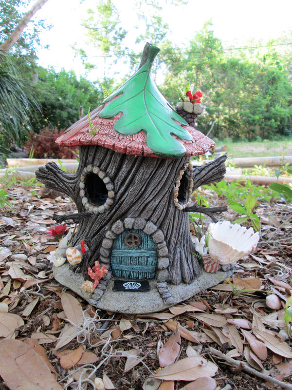 Pixie beach house bird feeder. by flintlockprivateer